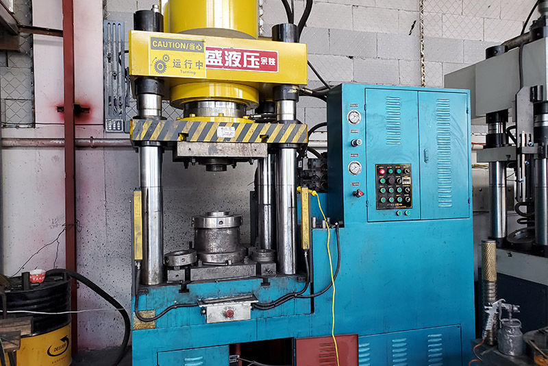 Cold extrusion equipment